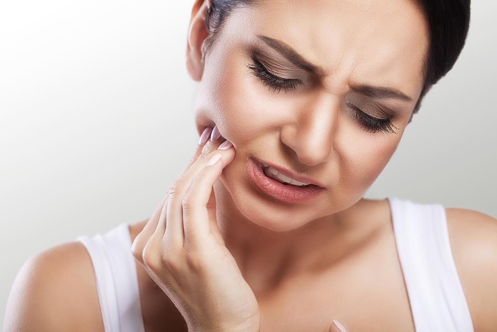 emergency dental care | woman feeling tooth pain.